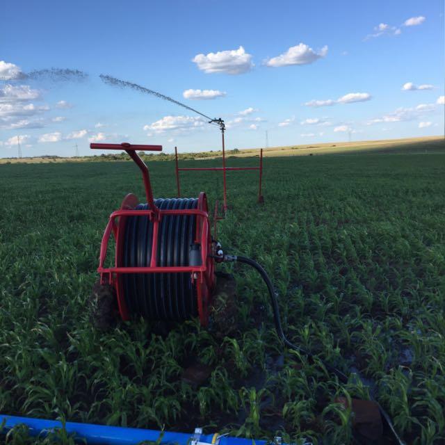 Irrigação por aspersão de carretel autopropelido